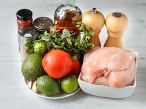 Курячі грудки текс мекс з сальсою з томатів і авокадо