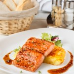 Запечений лосось в медово-гірчичному соусі