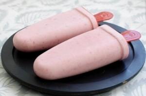 Домашнє бананово полуничне морозиво