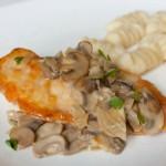 Курка з винно-грибним соусом