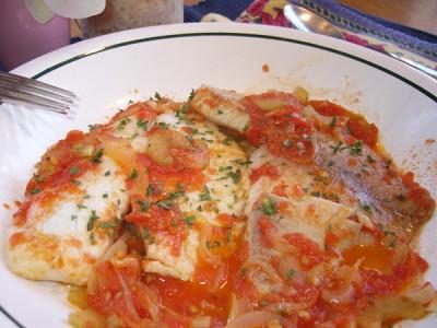 Тушкована риба в томаті