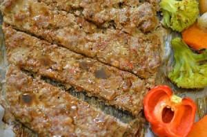 Кебаб в духовці з овочами і жовтим рисом