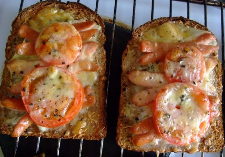 Как сделать горячие бутерброды в духовке с колбасой