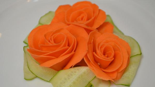 Украшение из овощей Роза из морковки