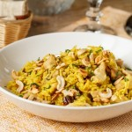 Жовтий рис з куркою і смаженими кешью