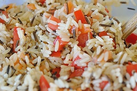 Салат з рисом і червоною рибою