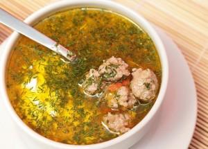 Суп з фрикадельками і вермішеллю