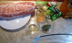 Маринована свинина, запечена в духовці
