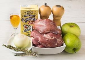 Свинина з яблуками і вершками