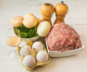 Мясний рулет з брокколі і грибами