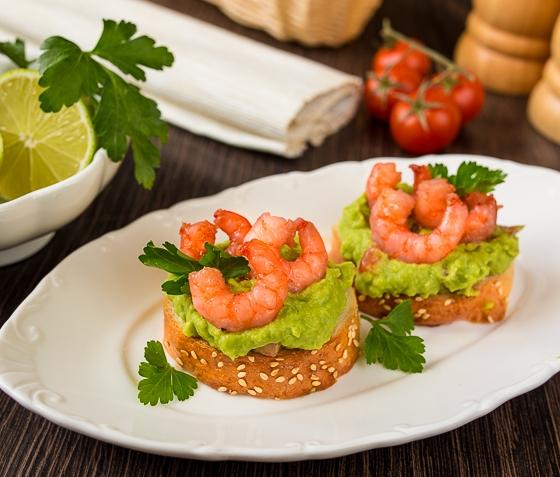 Кростіні з гуакамоле і креветками