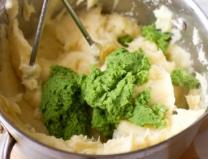 Картопляне пюре з горошком і мятою