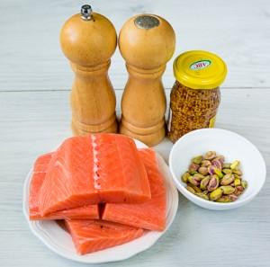 Запечений лосось з фісташками і гірчицею