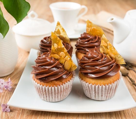 Ванільні капкейкі з шоколадно-горіховим кремом