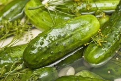 Огурцы малосольные с зелёным луком