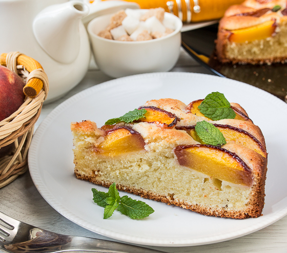 Персиково-мигдальний пиріг