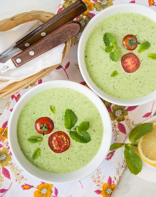 Холодний суп з огірка і цукіні