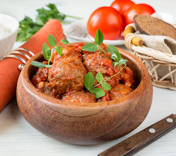 Фрикадельки в марокканському стилі в томатному соусі