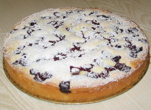 Бісквітний пиріг з вишнями