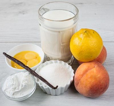 Ванільний пудинг з персиками