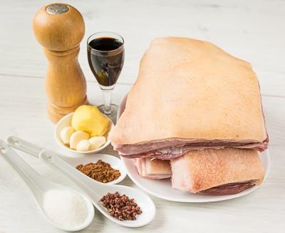 Запечена свиняча грудинка з китайськими спеціями