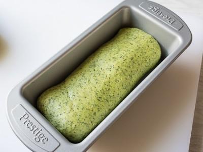 Шпинатовий хліб з цільнозерновим борошном
