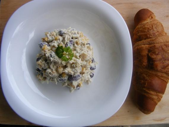 Салат из курицы и фасоли 2