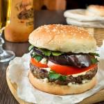 Бургер з яловичиною і баклажаном