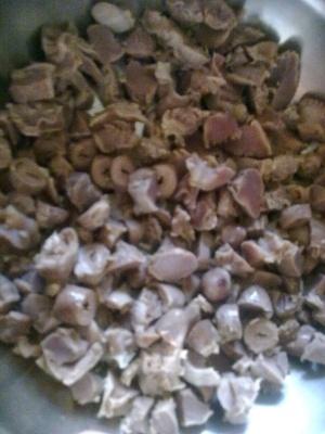 Салат з курячих сердечок
