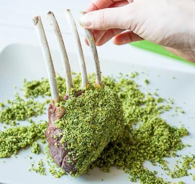 Корейка баранчика в зеленій паніровці