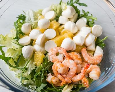 salat-s-krevetkami-i-orehovoi-zapravkoi-7