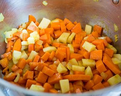 Гарбузовий суп пюре зі смаженим гострим фаршем