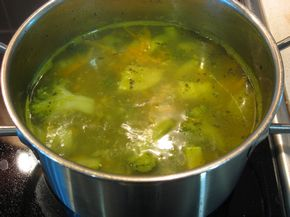 Овочевий суп пюре: кабачки, брокколі, морква і картопля