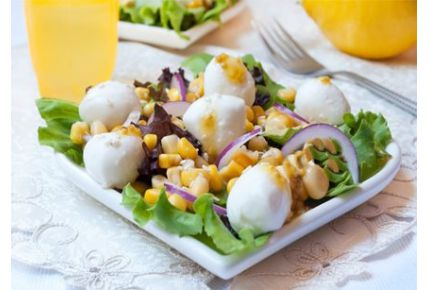 Салат з кукурудзи і моцарели