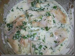 Тушкована риба під соусом зі сметани