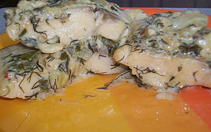 Тушкована риба під соусом зі сметани 1