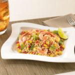Салат з креветками, рисом та кукурудзою